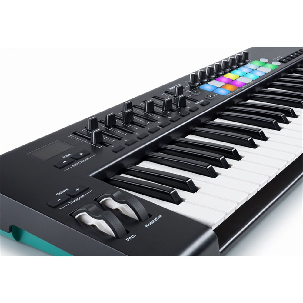 novation launchkey 61 mk2 key performance ios controller midi keyboards store dj. Black Bedroom Furniture Sets. Home Design Ideas